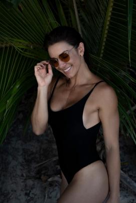 Model: Nara Marques